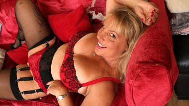 This naughty mom loves to play with her wet pussy
