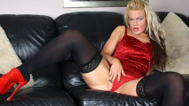 Horny blonde housewife getting off on the couch