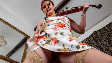 Mature violinist playing with her wet pussy