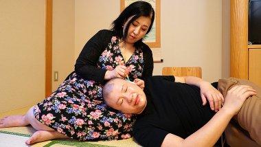 Big butt Asian mature lady fucking and sucking
