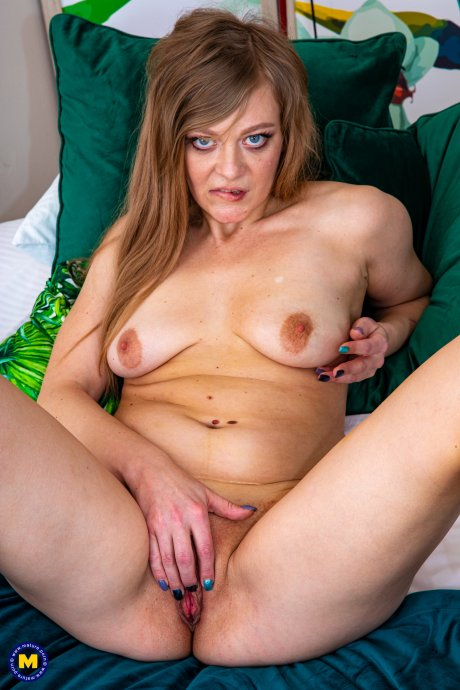This naughty MILF loves playing with her shaved pussy