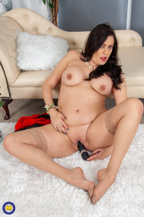 Curvy cougar getting wet and wild
